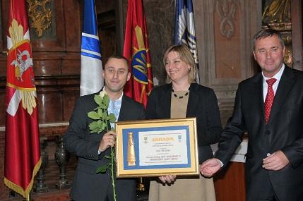 "(left to right): Dr. Taras Dzyubanskyy, Libertas Center Director receives the ""Face of the City"" award from Mrs. Viktoria Dovzhyk, Lviv City Counciland Dmytro Aftanas, President, Lviv Chamber of Commerce and Industry."