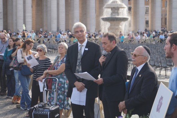 Fr. Etienne Vetö, (center) speaks at the opening ceremonies of Ricordiamo Insieme, flanked by Dr. Tobias Wallbrecher on his right. Photo by Maria Wallbrecher